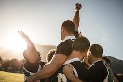 le capitaine doit être  leader de son équipe de rugby, comme le manager.